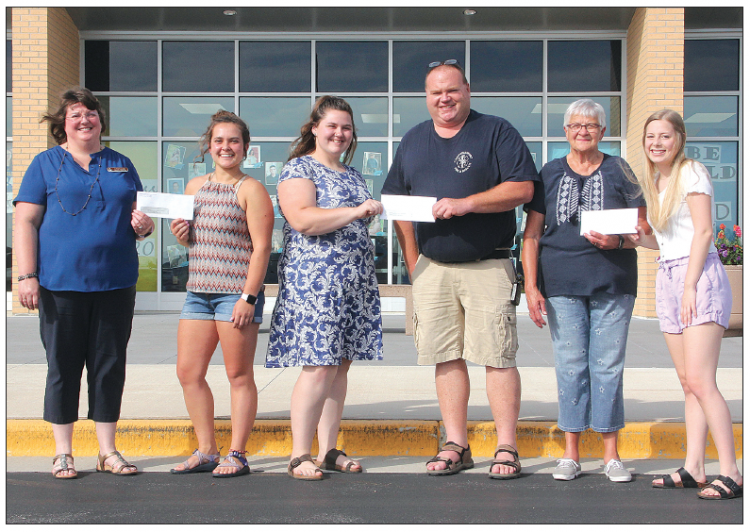 CHS Class Of 2020  Donates To The  Community